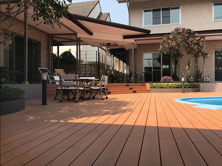 decking kolam renang